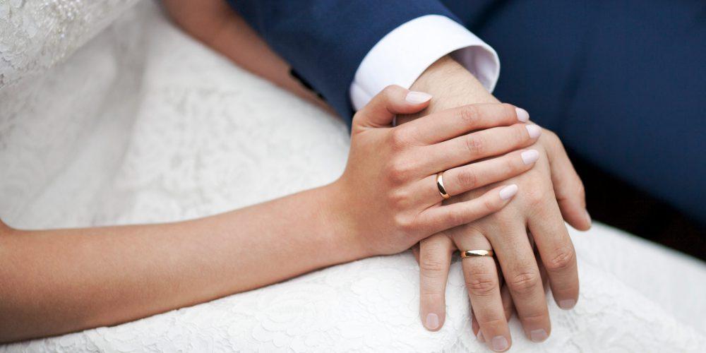 Mains parfaites pour vos photos de mariés