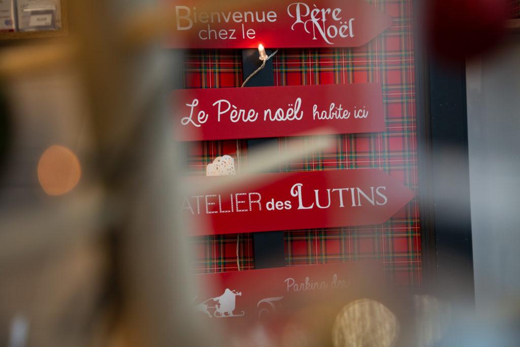 Décoration de Noël en vitrine de l'Institut Douc'eur